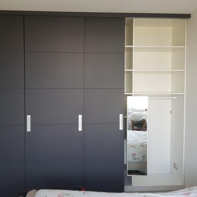 Interieur met uittrekbare spiegel