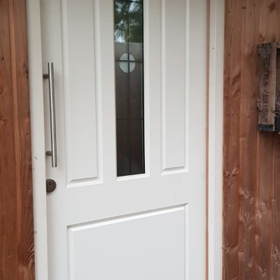 Balkbrug:Nieuwe voordeur van 2Adore gemonteerd
