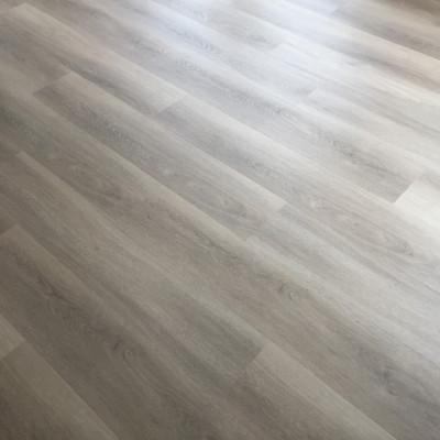 PVC click vloer met houtdecor in Zutphen gelegd