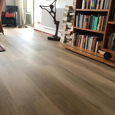 PVC click met houtmotief in Eefde gelegd