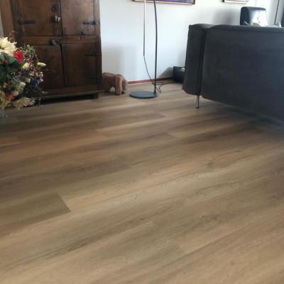 PVC click vloer met houtdecor in Eefde