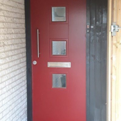 Nieuwe voordeur afgehangen in Zutphen