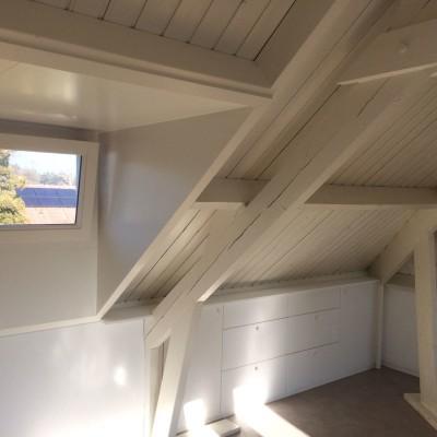 Kasten onder schuin dak