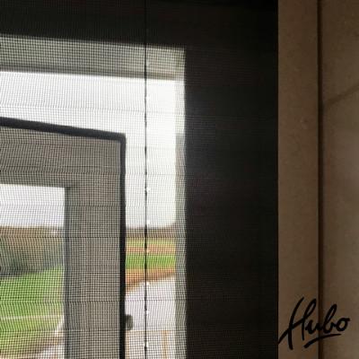 Detail van een plissé raamrolhor in frame