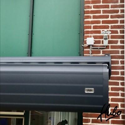 Knikarmscherm met zon/wind automaat